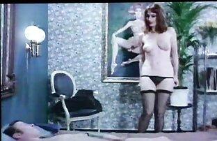 این فیلم و عکس سکسی متحرک زن و شوهر مشتاقانه منتظر نوازش های دهان یکدیگر روی مبل هستند