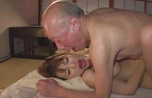 مرد عكسهاى متحرك سكسى جوان بیدمشک خود را به بلوغ بالغ و لعنتی او می اندازد