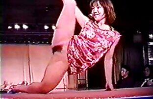 دو قسمت یکسان که در آن عکس های سکسی خفن متحرک brunettes استریپتاز را در رختخواب نشان می دهد