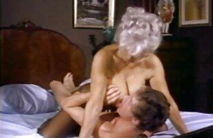 سبزه ای عضو را لیس می زند و جدیدترین عکس سکسی متحرک او را در گردن یک خانه مزرعه می اندازد